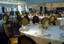 Cenando en el restaurante principal del Odyssey